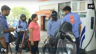 Petrol  Price Down by 15 Paise at Rs 85.77 in Mumbai and Rs 77.96. People Buying Petrol at Cheaper Rate From Nepal