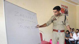 जम्मू में छात्र-छात्राओं को नि:शुल्क कोचिंग दे रहे हैं आईपीएस अधिकारी