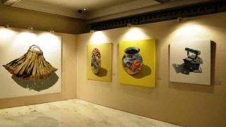 रंग, कैनवस और तस्वीरें: अंजनीयुलु की पेंटिंग्स में उभरे कई भाव, देखिए तस्वीरें
