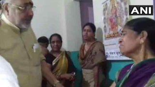 सांप्रदायिक हिंसा फैलाने के आरोपी के परिवार से मिले केंद्रीय मंत्री गिरिराज सिंह, कहा- इन्हें दंगाई क्यों कहें?