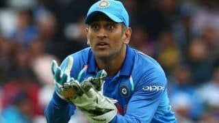 2nd ODI India vs New Zealand: MS Dhoni Instructs Jadhav on Bowling Good Line to Tom Latham, Says 'Bhai Esa Dalega to Rakh Le Tu' | WATCH VIDEO