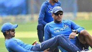 धोनी ने श्रेयस अय्यर के टीम इंडिया में एंट्री के बाद अखबार पढ़ने पर लगाया बैन!