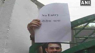 तेजप्रताप ने राबड़ी देवी के घर पर लगाया 'नो इंट्री नीतीश चाचा' का पोस्टर, जदयू ने दिया जवाब