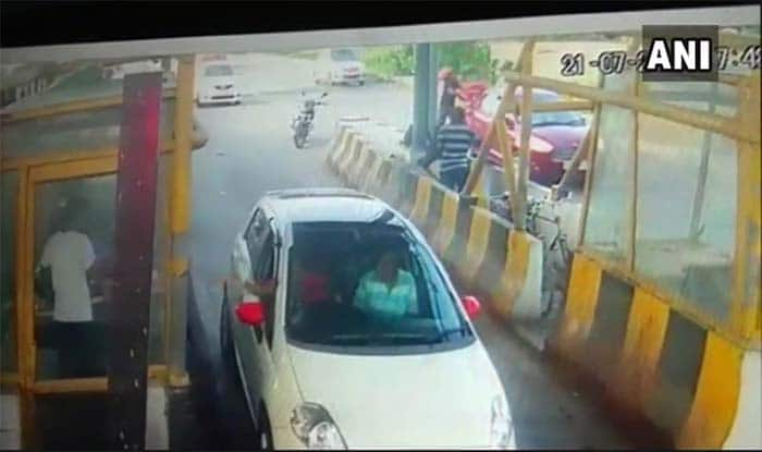 'You'll Stop my Car?', Man Drags Toll Plaza Employee For 6 Km on Bonnet in Gurugram – Watch Video