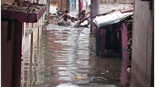 UP: लगातार बारिश से तापमान में गिरावट, पूर्वांचल में बाढ़ जैसे हालात, जान-माल का भारी नुकसान