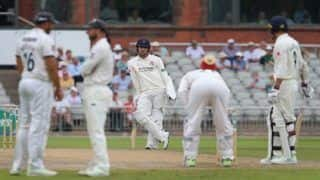 Lancashire vs Yorkshire: Captain Liam Livingstone Walks Out To Bat With Despite Broken Thumb, Bravery Evokes Malcolm Marshall And Anil Kumble