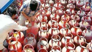 Mathura: RLD Workers Cook at Town Crossing to Protest Against LPG Hike