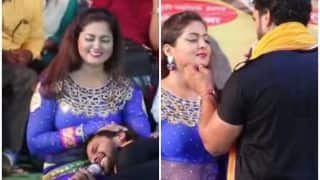 Bhojpuri Actor Khesari Lal Yadav Puts His Head in Anjana Singh's Lap During a Stage Performance, Watch Video