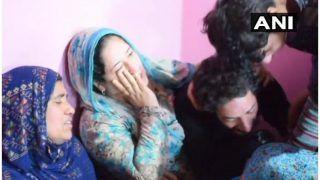 पुलवामा में आतंकवादियों ने घर में घुसकर सीआरपीएफ के स्थानीय जवान की हत्या की
