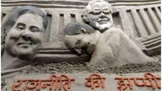 संसद के बाद अब बलिया में 'राजनीति की झप्पी', PM मोदी-राहुल को ऐसे मिलवाया गले
