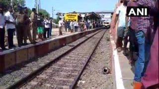 लोकल ट्रेन से लटककर सफर करना पड़ा भारी, चेन्नई में पोल से टकराकर 5 यात्रियों की मौत