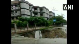 गाजियाबाद के वसुंधरा में सड़क धंसी, दो अपार्टमेंट के 80 फ्लैटों पर मंडराया खतरा