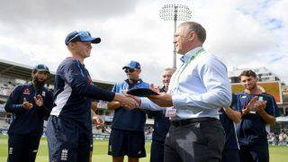 India vs England 2018, 2nd Test: English Legend Alec Stewart Hands Debut Cap to 20-Year Old Ollie Pope on Day 2 at Lord's | WATCH
