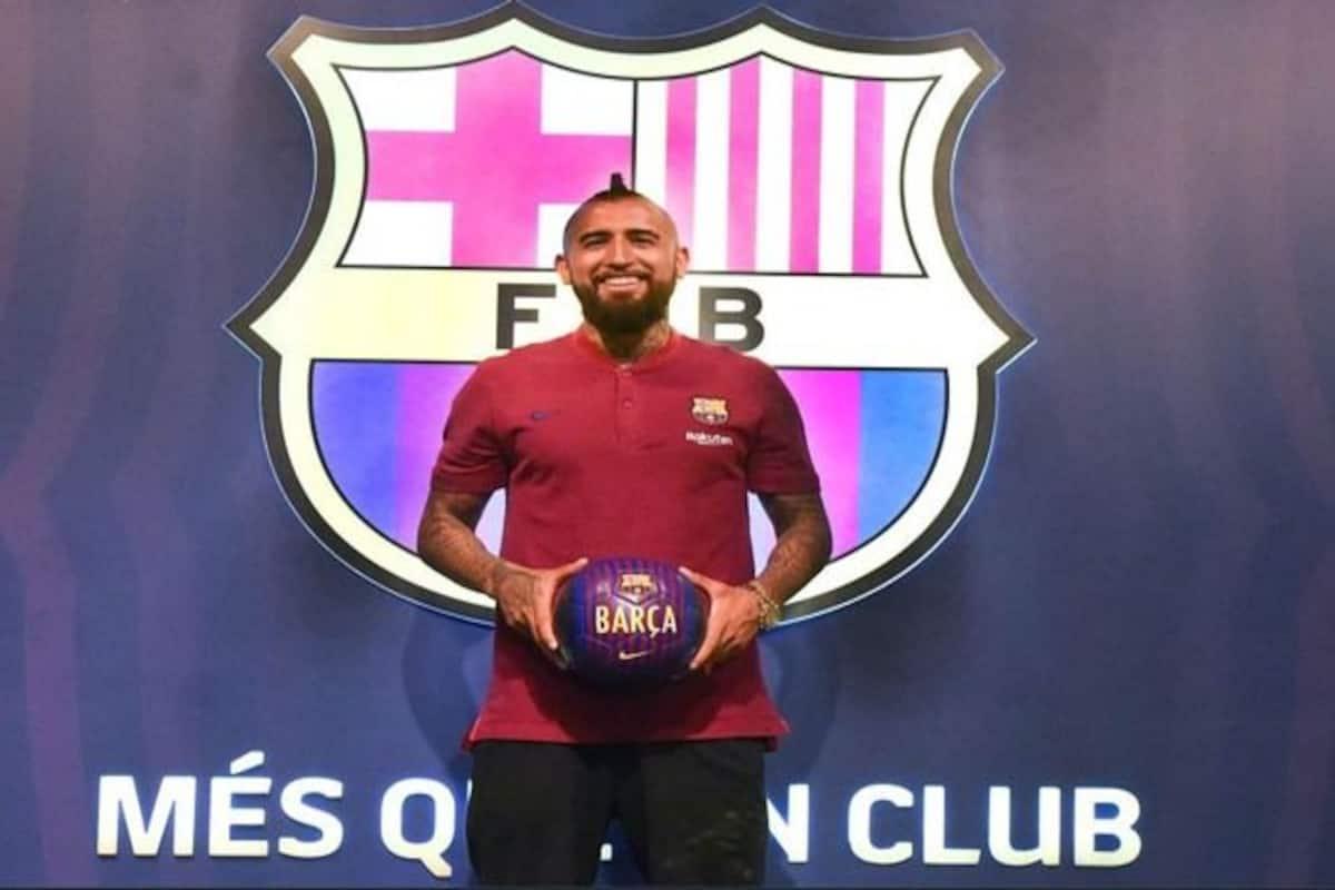 lowest price 999fb d4fdd Chilean Midfielder Arturo Vidal Signs For FC Barcelona For ...
