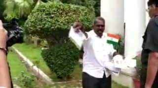 Delhi: Mentally Unsound Man With Knife Barges Into Kerala House in Presence of CM Pinarayi Vijayan