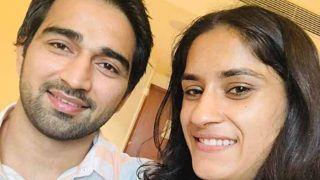 गोल्ड जीतकर भारत लौटीं विनेश फोगाट ने की सगाई, एयरपोर्ट पर ही पहनाई अंगूठी