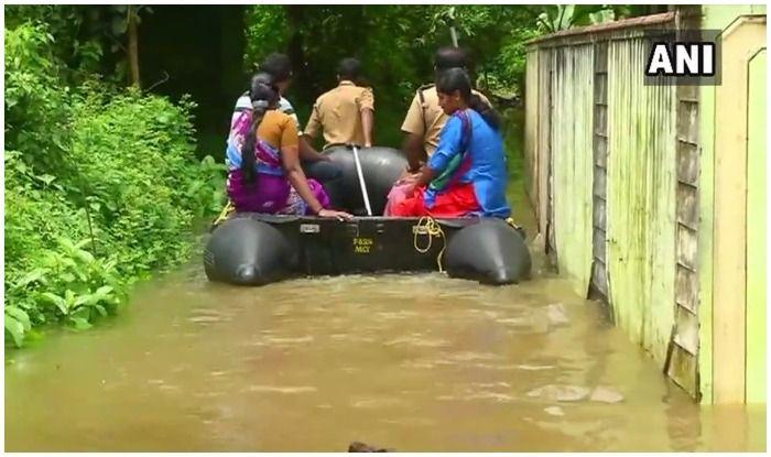 भारी बारिश ने आम जनजीवन को बुरी तरह से प्रभावित किया है. कई इलाके जलमग्न हो गए हैं.