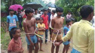 अमानवीयता: एक बोरी गेहूं चोरी के आरोप में दो युवकों पीटा, निर्वस्त्र कर गांव में घुमाया