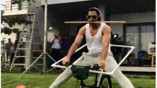 धोनी ने साइकिल पर किया 'खतरनाक' स्टंट, फैंस से कहा- 'ट्राई इट एट होम', VIDEO