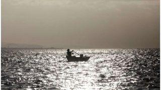 3 घंटे 35 नावों से चला सर्च ऑपरेशन रहा था नाकामयाब, 7 घंटे समुद्र में तैरकर यूं बचाई जान
