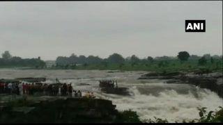 एमपी: झरने में पानी का बहाव अचानक तेज हुआ और बह गए 11 युवक, कई लोग फंसे