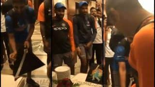 Asia Cup 2018, India vs Pakistan Match 5: Bhuvneshwar Kumar Cuts Cake With Sword in Presence of MS Dhoni, Rohit Sharma, Kedar Jadhav to Celebrate Win -- WATCH