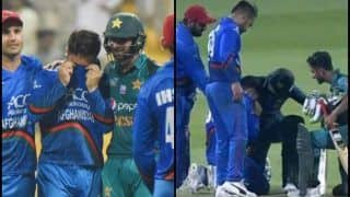 Asia Cup 2018 Super Four: Afghanistan's Aftab Crying And Pakistan's Shoaib Malik Putting His Arm Around in Support is Picture of the Day - PIC