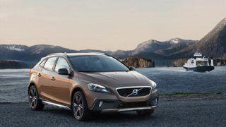 Volvo officially reveals Paris-bound V40 Cross Country