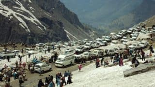 Petrol and Diesel Driven Vehicles Banned in Rohtang Pass: Local tours and travel businesses in jeopardy