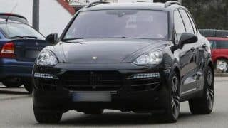 Porsche Cayenne facelift spotted