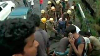 Majerhat Bridge Collapses in Kolkata, Many Feared Trapped; Rescue Ops Underway - Watch Video