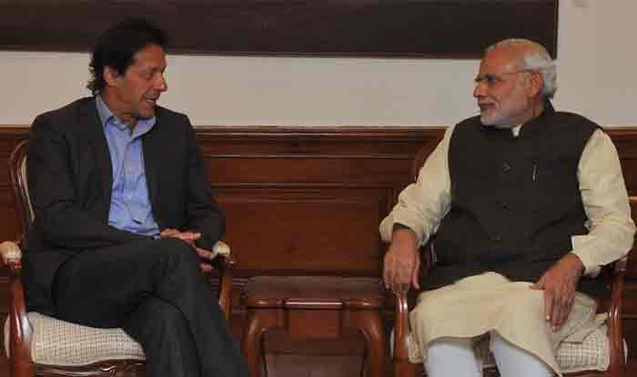 Will Show PM Narendra Modi Government How to Treat Minorities: Pakistan PM Imran Khan Over Naseeruddin Shah's Remark