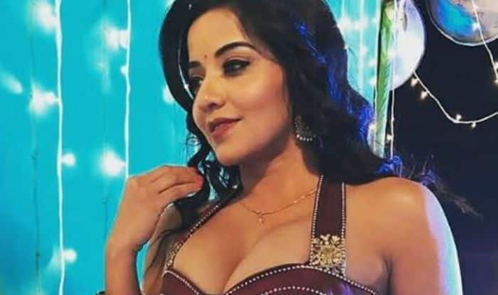 Bhojpuri Hottest Bomb And Nazar Fame Monalisa Looks Uber Hot In Sleeveless Ghagra In This Throwback