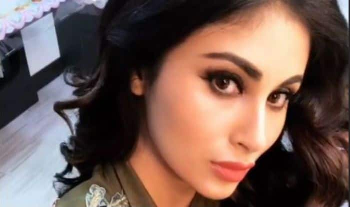 Naagin Actress Mouni Roy Looks Her Sexiest Best as She Shoot