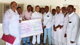 केरल के बाढ़ पीड़ितों के लिए अमेठी वासियों ने राहुल गांधी को सौंपा 2.57 लाख का चेक