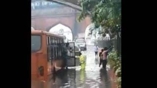 Delhi Police Shares a Video of Cop Standing in Knee-Deep Water to Help Commuters Get Off The Bus, Watch Heart Touching Video