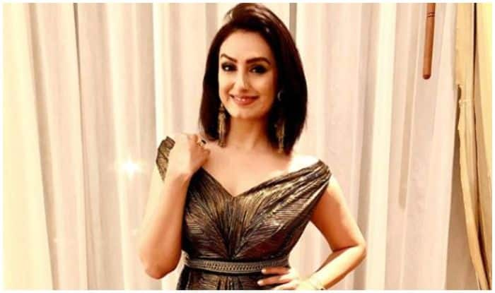 Singer Akriti Kakar Comes up With New Version of Punjabi Folk Songs And Fans Can't Keep Calm