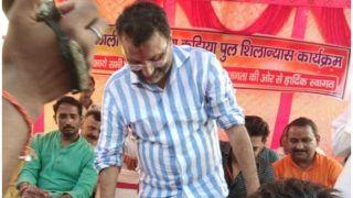VIDEO: भरी सभा में कार्यकर्ता ने बीजेपी सांसद निशिकांत दुबे के पैर धोए, गंदा पानी पिया