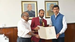 Para-Badminton Player Raj Kumar, Who Won Gold in 2015 BWF World Championships, Receives Arjuna Award From Rajyavardhan Singh Rathore