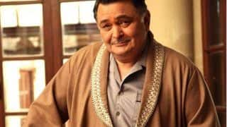 Rishi Kapoor Floored as Russian Fan Plays 'Main Shayar Toh Nahin' at New York Salon, Video Goes Viral