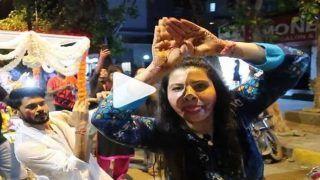 भोजपुरी एक्ट्रेस संभावना सेठ का गणपति विसर्जन पर जबरदस्त 'नागिन डांस', Video देखा आपने...