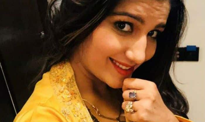 Haryanvi Star Sapna Choudhary Makes For a Gorgeous Indian Beauty in This Yellow Outfit, Check Pics