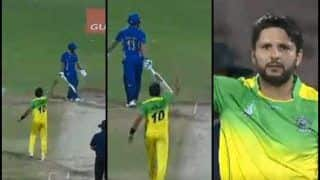 Afghanistan Premier League 2018: Patkia Panthers' Shahid Afridi Gives a Fiery Send Off to Nangarhar Leopards' Anton Devcich -- WATCH