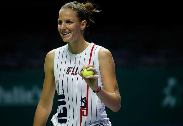 Karolina Pliskova recovers to beat defending champion Wozniacki at WTA Finals