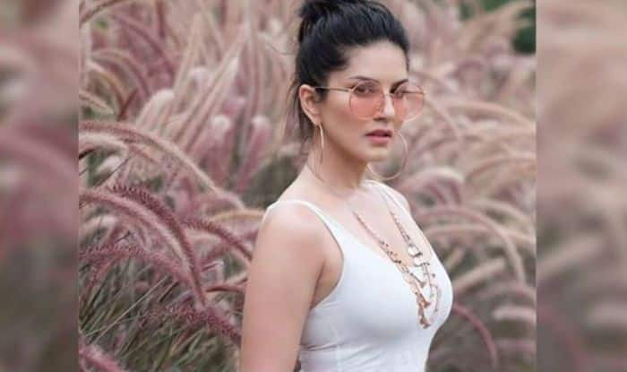Sunny Leone Looks Hot As Hell In White Tank Top And Pink Shorts During The Shoot Of -7606