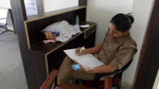 Picture of Policewoman Looking After Baby at Work Goes Viral; Twitterati Asks Creche Option be Provided