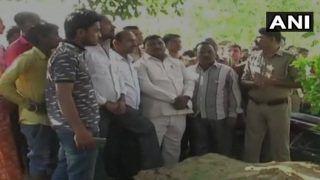 अमरोहा में पेड़ से लटका मिला पत्रकार का शव, घरवाले बोले- स्कूल मैनेजर ने की हत्या