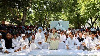 वर्धा में प्रार्थना सभा में सोनिया गांधी, राहुल, मनमोहन शामिल हुए, बापू को दी श्रद्धांजलि