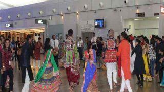 अहमदाबाद एयरपोर्ट पर गरबा से किया पैसेंजर्स का वेलकम, देखें जबर्दस्त VIDEO