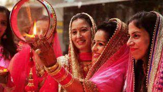 Karwa Chauth in 2018: करवा चौथ की कथा, महत्व, इतिहास और मुहूर्त